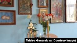 Внутри храма Украинской православной церкви Московского патриархата в Симферополе