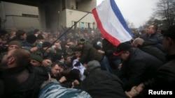 Столкновения крымских татар с пророссийскими активистами в Симферополе 26 февраля 2014 года