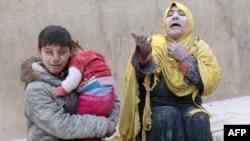 Жители Алеппо после воздушного налета. Сирия, 14 февраля 2014 года.