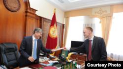 Иохан Энгвалл Кыргызстандагы коррупциянын деңгээлин иликтеп, президент Атамбаев менен да жолуккан.