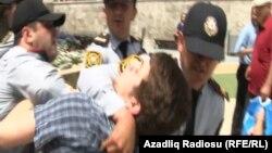 Во время разгона акции протеста, Баку, 14 мая 2012