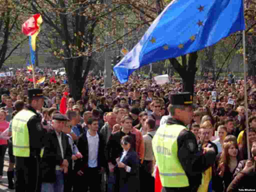 Moldova - Students' rally in Chisinau 7Apr2009