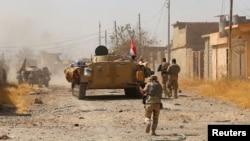 نیروهای عراقی در حال پیشروی در حومه تلعفر در روز پنجشنبه دوم شهریور
