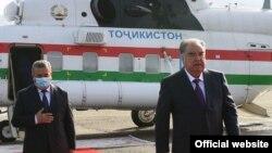 Президент Эмомали Рахмондун Тажикстандын аймактарын кыдыруу учурунан.