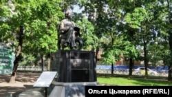 Памятник Шолом-Алейхему в Биробиджане