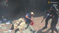 Вибухи під стінами Ради. Мітингувальники кидали в правоохоронців шашки та гранати