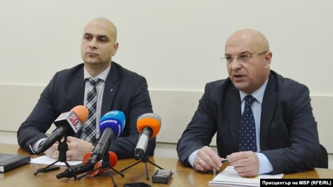 Бившият шеф на спецпрокуратурата Димитър Франтишек Петров (вляво) и настоящият и.д. главен секретар на МВР Стоян Темелакиев по време на пресконференцията за акцията срещу втората наркогрупа в Елин Пелин, 10 декември 2019 г.