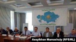 Участники пресс-конференции, на которой объявлено о создании движения «Халық сенімі» («Доверие народа»). Алматы, 23 июня 2021 года.