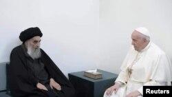 Papa Françesku në takim me klerikun shiit Ayatollah Ali al-Sistani në Irak.