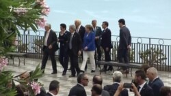 G7 Leaders Stroll Through Taormina