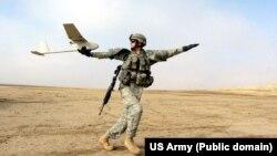 Військовий США запускає безпілотник Raven RQ-11, архівне фото