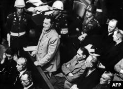 Подсудимый Герман Геринг выступает с речью. Нюрнберг, 21 ноября 1945 года
