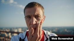 Сергій Смальчук, актор, телеведучий. Скріншот з кліпу «Героям». Київ, серпень 2020