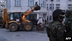 Oтстранувањето на споменикот на ОВПМБ во Прешево.