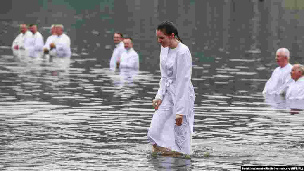 Після хрещення дарують Біблію
