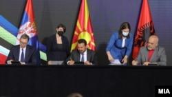 Потпишување договори за соработка, Вучиќ, Заев и Рама на Економскиот форум за регионална соработка, Скопје, 29 јули, 2021