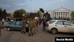 Снос памятника Ленину в Краматорске. 17 апреля 2015 года.
