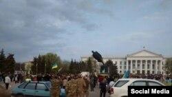 Повалення пам'ятника Леніну у Краматорську, 17 квітня 2015 (ілюстраційне фото)