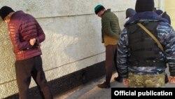 Задержанные в ходе рейда «Бандит» в Оше.