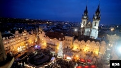 Прага Рождество майрамында кулпуруп калат
