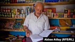 Şamaxı, Dəmirçi kəndi, mağaza sahibi borc siyahısını göstərir, 11 aprel 2014