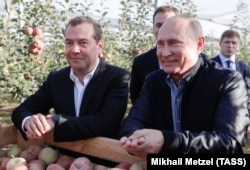 Russian President Vladimir Putin (right) with Prime Minister Dmitry Medvedev (file photo)