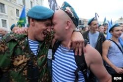 Десантники на Дворцовой площади, 2 августа 2013 года