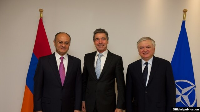 Belgium - NATO Secretary General Anders Fogh Rasmussen (C) and Armenia's Defense Minister Seyran Ohanian (L) and Foreign Minister Edward Nalbandian meet in Brussels, 20May2014.