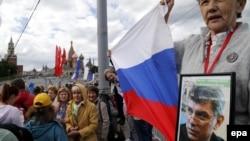 Під час однієї з акцій пам'яті Бориса Нємцова біля місця його вбивства, архівне фото