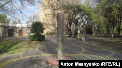Древній менгір у міському парку Феодосії