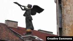 Ангелы, парящие над городом - один из традиционных вильнюсских сюжетов.