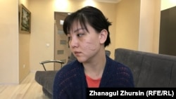 Айнагуль Бекенова, подвергшаяся избиению и увечьям, во время интервью. Актобе, 4 апреля 2020 года.