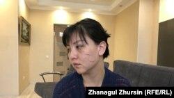 Айнагүл Бекенова Азаттық тілшісіне сұхбат беріп отыр. Ақтөбе, 4 сәуір 2020 жыл.
