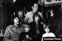 Семья Профферов в гостях у Бродского в Ленинграде