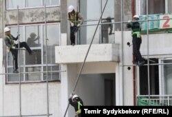 Бишкекте салынып жаткан үйлөр.