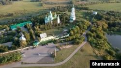 Православний Лубенський (Мгарський) Спасо-Преображенський монастир, у якому освячувались гетьмани України. Був заснований поряд із містом Лубни у 1619 році