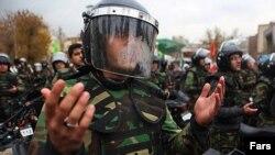 نیروهای ضد شورش پلیس(عکس از آرشیو)