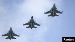 Pamje e aeroplanëve luftarakë rusë