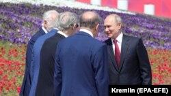 Vladimir Putin təltif mərasimində