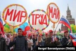 На праздничном профсоюзном шествии в Москве, 1 мая 2018 года
