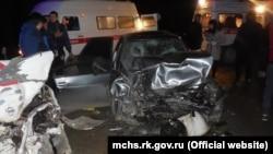 При столкновении автомобилей Nissan и Lada Priora на трассе «Бахчисарай-Симферополь» пострадали шестеро