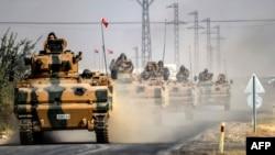 Թուրքական ԶՈւ տանկերը շարժվում են դեպի Սիրիայի սահմանամերձ Ջարաբլուս քաղաք, 25-ը օգոստոսի, 2016թ․