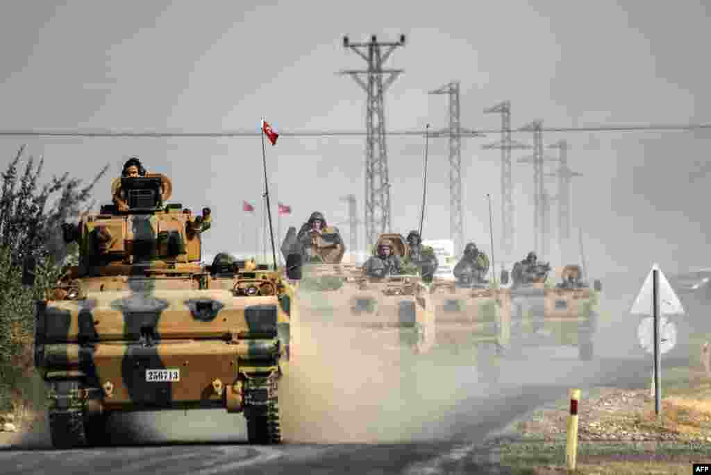 Turkish Army tanks drive to the Syrian border town of Jarablus on August 25. (AFP/Bulent Kilic)