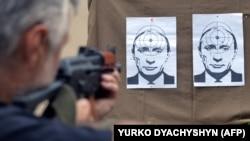 Мішені у вигляді портрета президента Росії Володимира Путіна на стрільбищі у Львові, 2014 рік