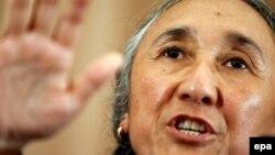 Рәбия Қадыр Жапонияда өткен бүкіләлемдік ұйғырлар конгресінде сөйлеп тұр. Токио, 29 маусым 2009 жыл.