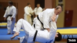 Russian President Vladimir Putin (right) taking part in a judo training session with Russia's national team.