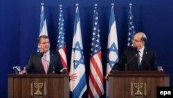 موشه یعلون (راست) در کنار همتای آمریکاییاش، اشتون کارتر، وزیر دفاع