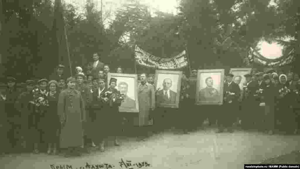 Праздничная демонстрация 7 ноября в Алуште, 7 ноября 1939