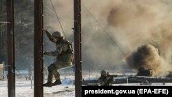 """Exerciții militare cu ocazia vizitei președintelui Poroșenko la Centrul de instrucție al armatei Nr. 169 """"Desna"""" din regiunea Chernihiv, 28 noiembrie 2018"""
