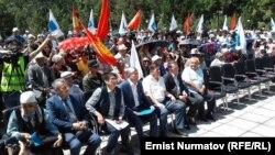 Алмазбек Атамбаев митингде.